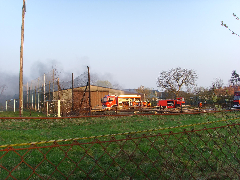 Wieder Feuer in alter Bootshalle.